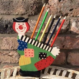 Delightful little vintage pencil holder
