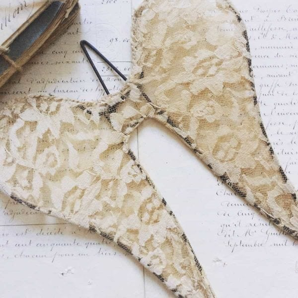 Stunning aged lace Angel wings (20cm)