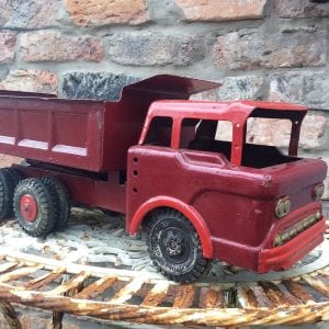 Magnificent vintage Louis Marx child's tipper truck