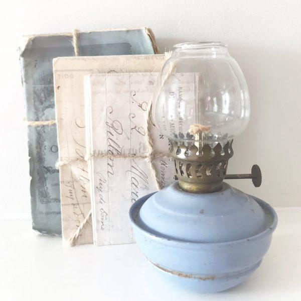 Lovely little lilac vintage oil lamp