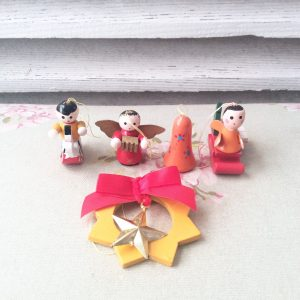 Sweet set of 5 vintage wooden decorations