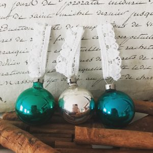 Set of 3 wonderful vintage glass baubles
