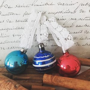 Set of 3 small vintage glass baubles