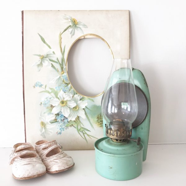 Wonderful small wall mountable oil lamp