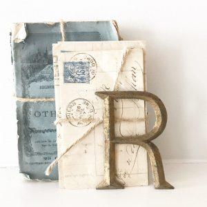 Wonderful antique reclaimed gold metal letter R (8.5cm)