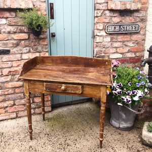 Lovely Victorian wooden washstand