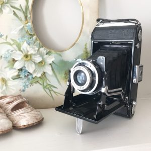 Wonderful old folding vintage camera