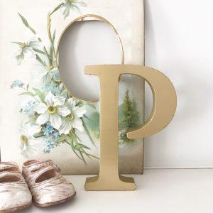 Lovely vintage gold shop letter P (Freestanding - 16cm)