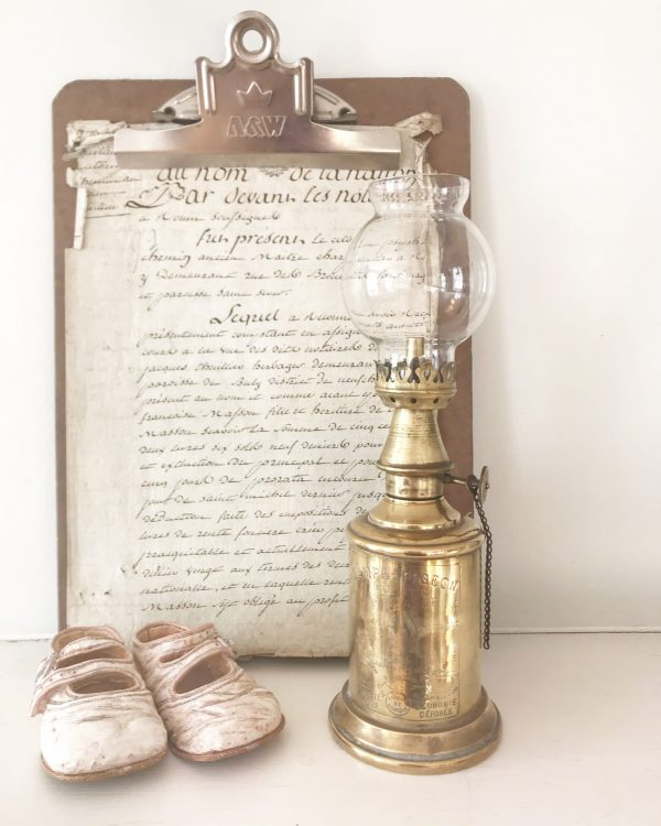 Beautiful wall mountable antique French pigeon oil lamp