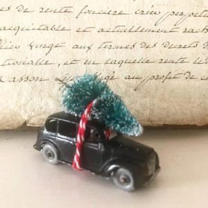 Beautiful diecast black cab with bottle brush tree