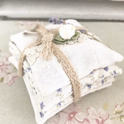 Beautiful handmade lavender pillows (4 pillows in each bundle)