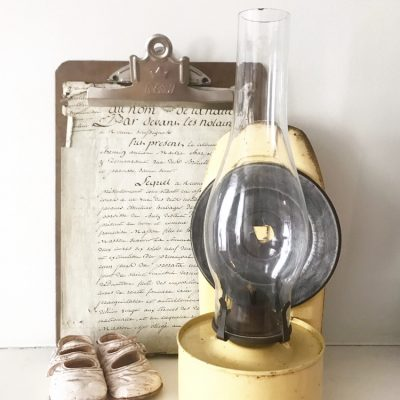 Wonderful large yellow wall mountable oil lamp