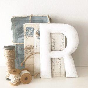 Beautiful little vintage enamel letter (R - 13cm)