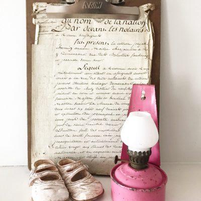 Stunning pink vintage wall mountable oil lamp